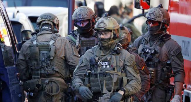 Almanya'nın Köln kentinde polis alarma geçti