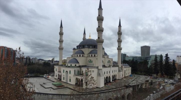 """Arnavutluk Tiran'da yapılan ve Balkanlar'ın en büyük camisi """"Namazgah Cami"""" yıl sonu ibadete açılacak"""