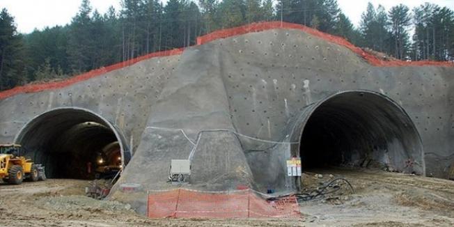 Artvin'de Tünel Çalışmasında Kaza: İşçiler Yaralandı