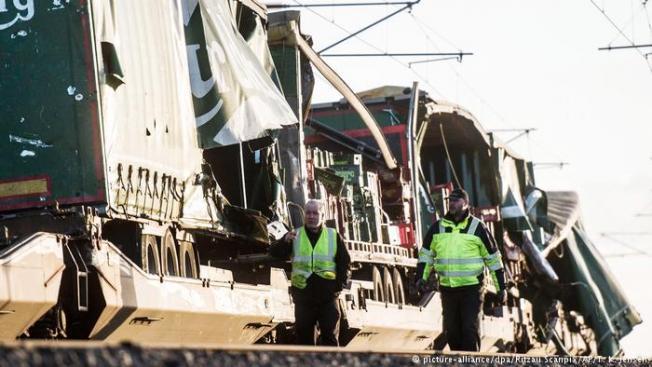 Danimarka'da Büyük Kemer Köprüsü'nde tren kazası meydana geldi