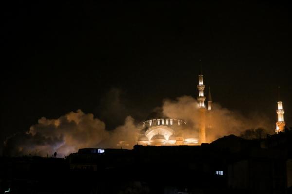 Fatih'te 3 katlı binada çıkan yangında 1 kişi hayatını kaybetti