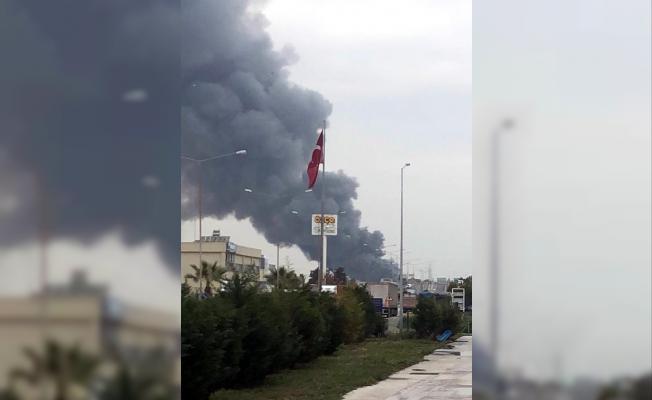 İzmir Çiğli'de çerez fabrikasında yangın!