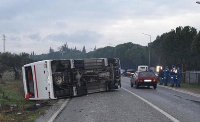 İzmir'de İşçi Servis Midibüsü Devrildi: 2'si Ağır 17 Yaralı Var