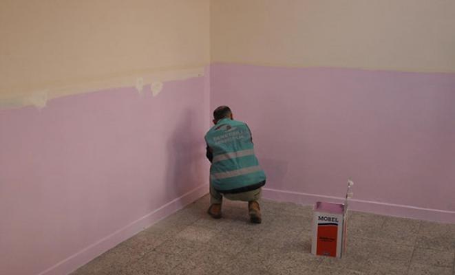 Mahkumlar denetimli serbestlik kapsamında okullarda boya badana yapacak