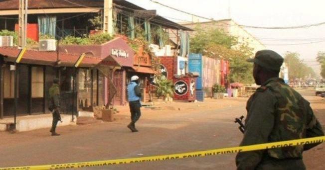 Mali'de Kadın Çocuk Ayırt Etmeden Kurşun Yağdırdılar ! Onlarca Ölü Var