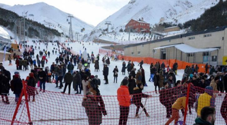 Palandöken kayak merkezi özellikle hafta sonları dolup taştı