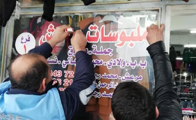 Suriyeliler tarafından işletilen işletmelerdeki 'Arapça' yazılı tabela ve afişlere vatandaştan tepki