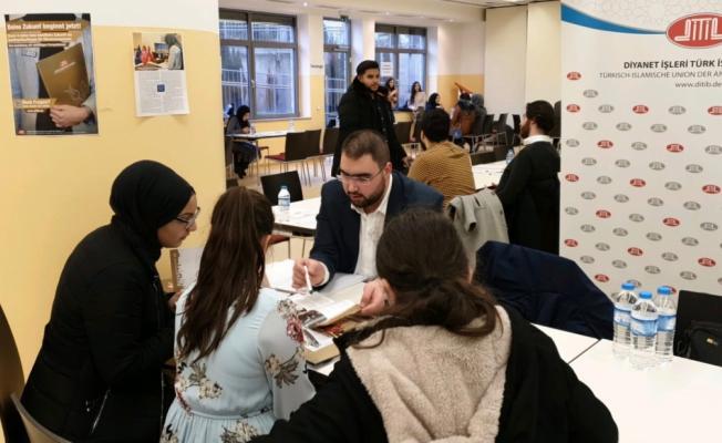 Almanya'da Türk gençlerine yönelik