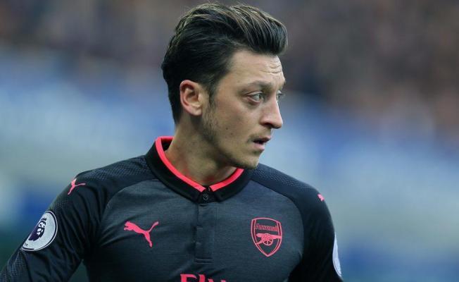 Arsenal'da Mesut Özil Kadroya Alınmadı!