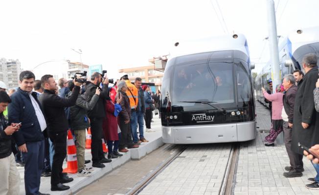 Bakan Çavuşoğlu tramvay hattında test sürüşü yaptı