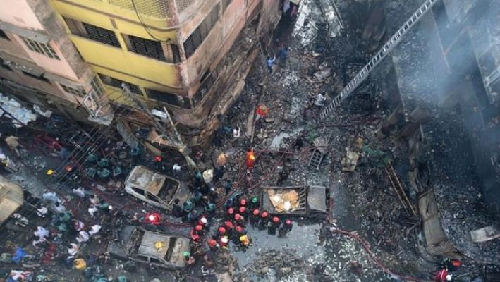 Bangladeş'in başkenti Dakka'da çıkan yangında 69 kişi hayatını kaybetti