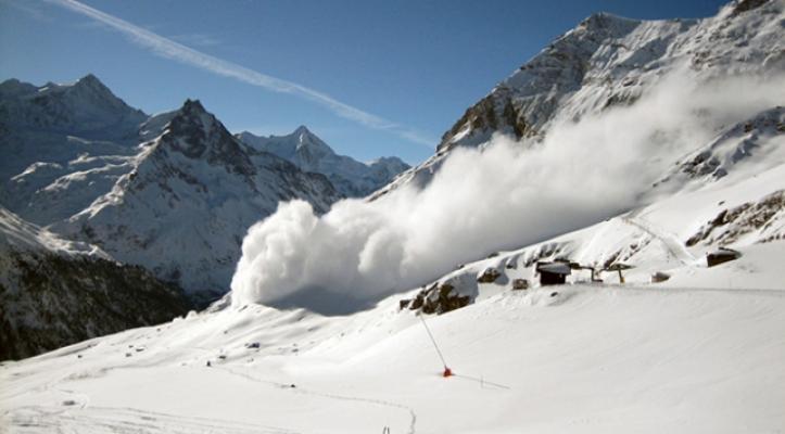 İsviçre'de Çığ Faciası! İsviçre Alpleri'nde Çok Sayıda İnsan Kar Altında Mahsur Kaldı