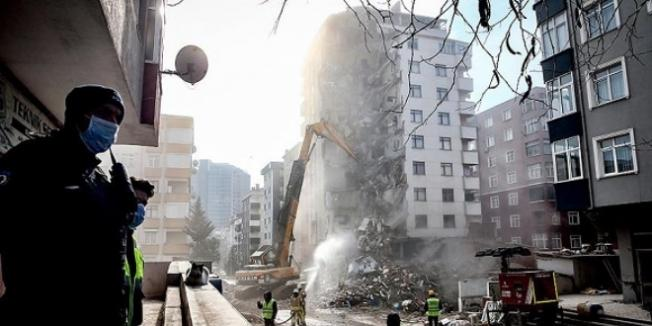 Kartal'da Riskli Binaların Yıkımı Devam Ediyor