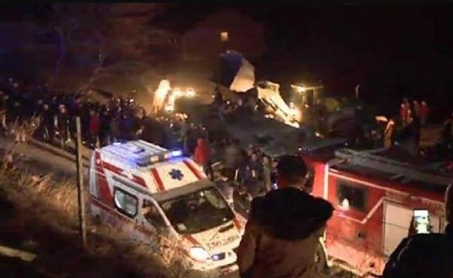 Makedonya'nın Üsküp yakınlarında meydana gelen trafik kazasında13 ölü, 30 yaralı