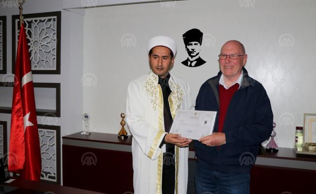 Muğla'da 72 yaşındaki İngiltere uyruklu bir kişi Müslüman oldu