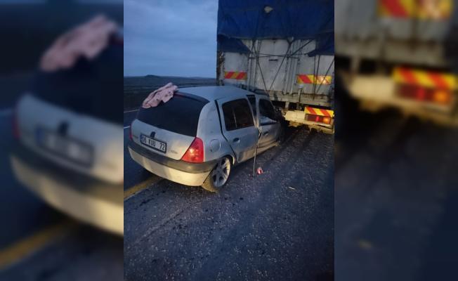 Şanlıurfa'da otomobil tıra çarptı: 8 yaralı