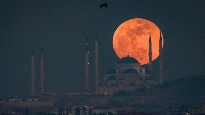 Süper Ay Türkiye'den İzlenecek Mi? Süper Ay Nedir? Süper Ay Ne Anlama Geliyor?