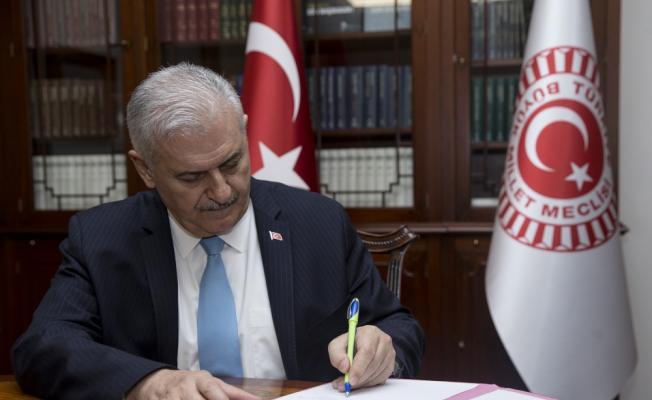 TBMM Başkanı Binali Yıldırım, istifa dilekçesini Meclis Başkanlığına sundu.