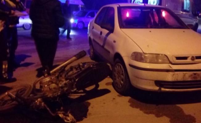 Adana'da trafik kazası! Otomobille çarpışan motosikletin sürücüsü yaralandı