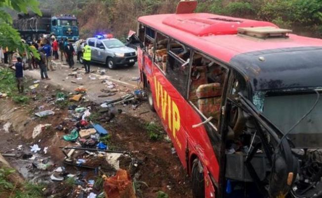 İki yolcu otobüsü çarpıştı: 60 ölü