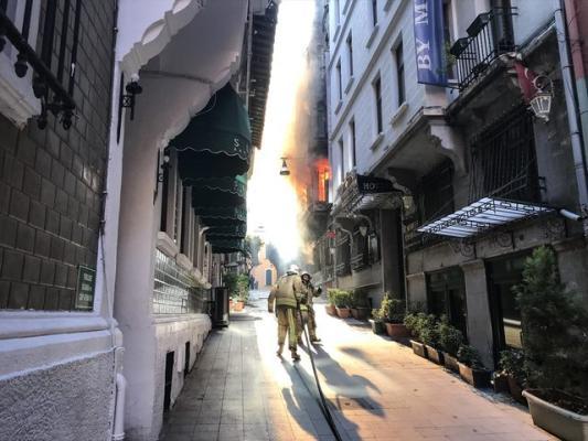 İstanbul'daki Yangının Bilançosu Açıklandı: Ölüler Var