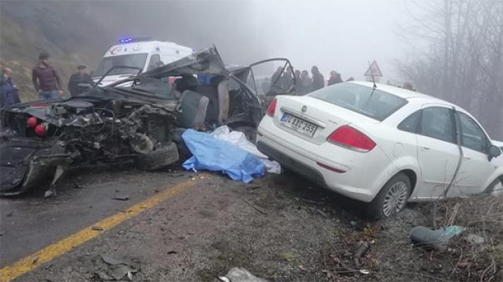Ordu'da Feci Trafik Kazası- Öğrenci Servisiyle Otomobil Çarpıştı- Ölüler ve Yaralılar Var