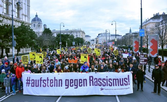 Viyana'da yaklaşık 20 bin kişi müslüman karşıtı politikaları protesto etti