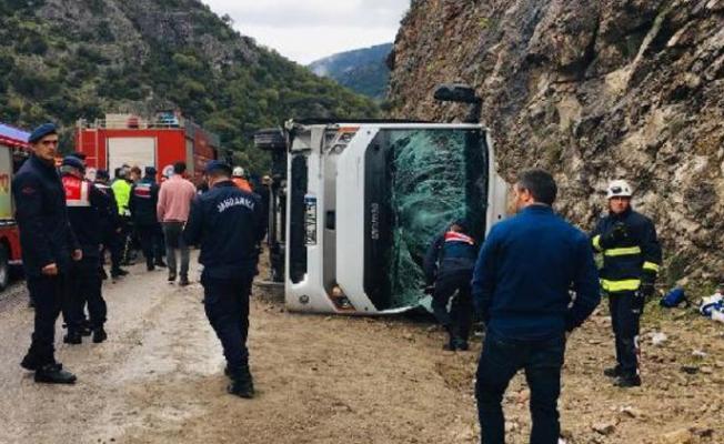 Antalya Döşemealtı Midibüs Devrildil! Ölü ve Yaralılar Var