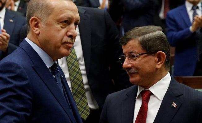 """Eski Başbakan Davutoğlu'ndan Cumhurbaşkanlığı'na Eleştiri Yağmuru:  """"Partimiz Dar ve Çıkarcı Bir Gruba Terk Edilemez"""""""