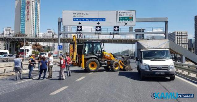 İstanbul E-5'te Yol Çöktü ! Bölge Trafiğe Kapandı