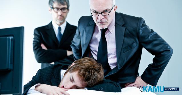 İş yerinde uyuyanlar dikkat! Her an işten kovulabilirsiniz hem de tazminatsız