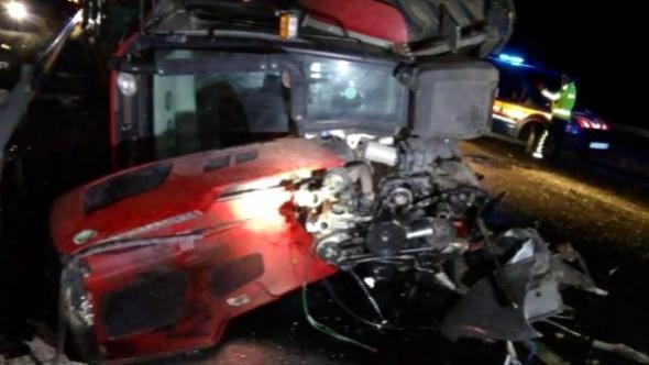 Kayseri'nin Talas ilçesinde feci trafik kazası! Minibüs ile traktör çarpışması sonucu ölü ve yaralılar var