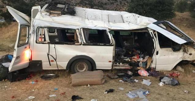 Diyarbakır'da minibüs devrildi! Ölü ve yaralılar var!