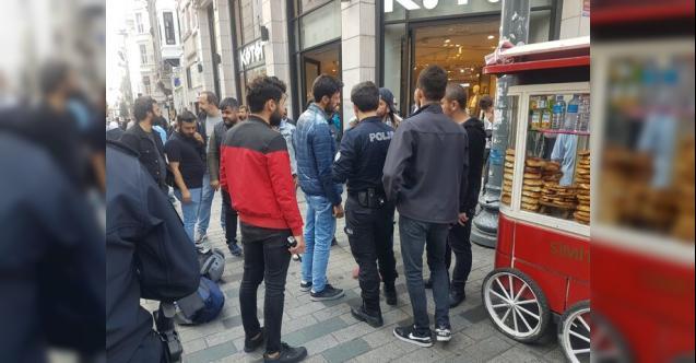 """İstanbul İstiklal Caddesinde Bomba Alarmı ! """"Çantamda Bomba Var"""""""