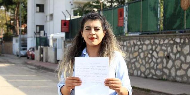 Savaştan kaçan Suriyelilere genç kızdan büyük ders!