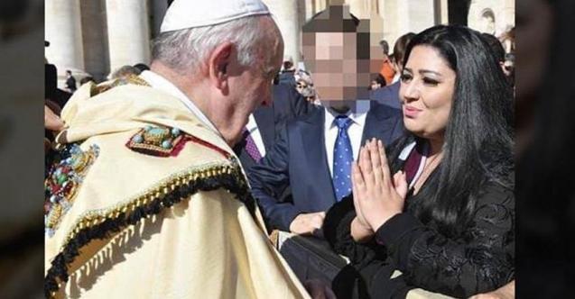 Ünlü modacı terörist YPG'liler için Papa'dan dua istedi!