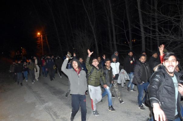 Afganlısı Suriyelisi binlerce göçmen Türkiye'den Avrupa'ya gitmeye başladı!