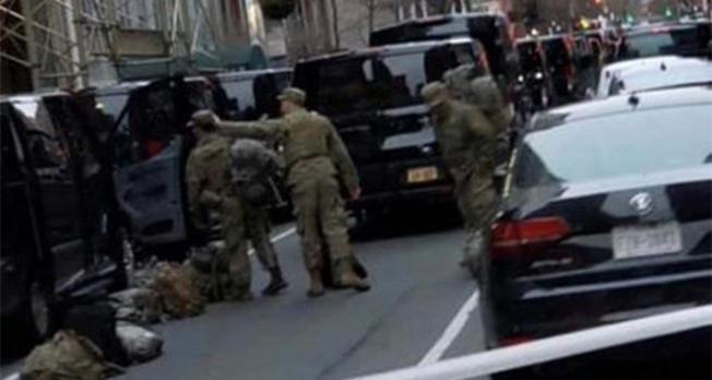 ABD Ordusu otel ve yurtları hastanelere dönüştürmek için sokağa indi!