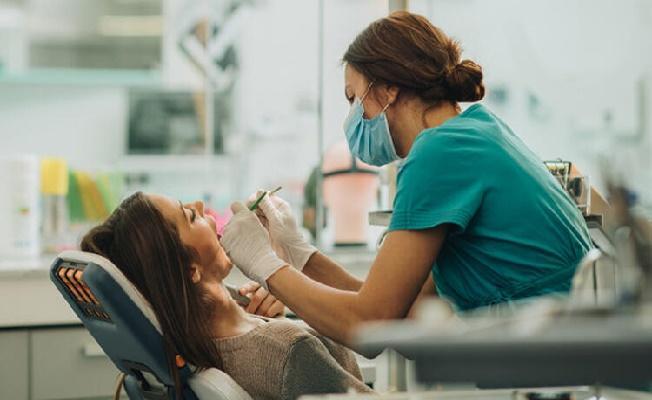 Bilim Kurulu Üyesi Prof. Dr. Şenel'den Diş Hekimlerine Uyarı! Koruyucu Ekipmana Dikkat Edilmeli