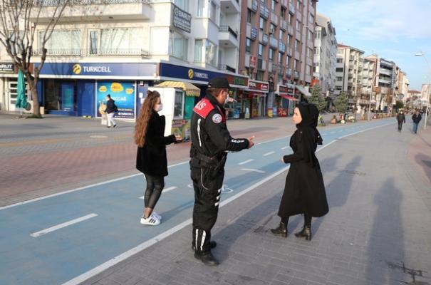 Caddeye maskesiz giren 8 kişiye toplam 24 bin lira para cezası kesildi!