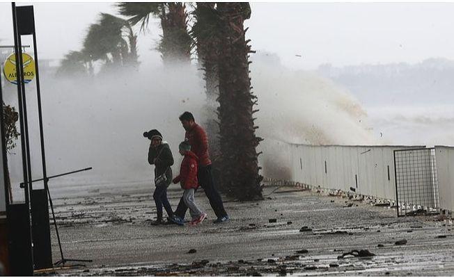 Meteoroloji'den fırtına uyarısı: O bölgede yaşayanlar dikkat edin! Hızı saatte 90 km'yi bulacak!