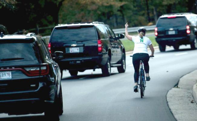 ABD Başkanına vatandaşlar böyle hareketler yaptı!