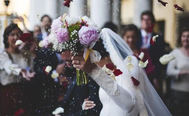 Bu yaz düğünler yapılabilecek mi? Koronavirüs Bilim Kurulu üyesi Özlü açıkladı