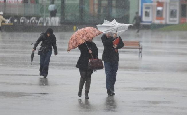 Meteoroloji'den uyarılar peş peşe geldi! Hem sağanak yağış hem fırtına çok kuvvetli geliyor!