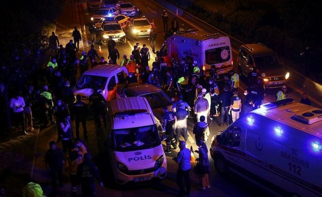 Son Dakika! Ankara'da bir polis uygulama noktasına hızla bir araç daldı! Çok sayıda yaralı var