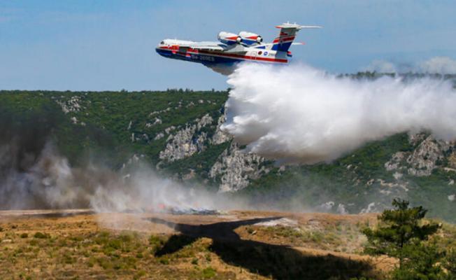Bakan Pakdemirli İzmir'de yangın uçağını kullandı!