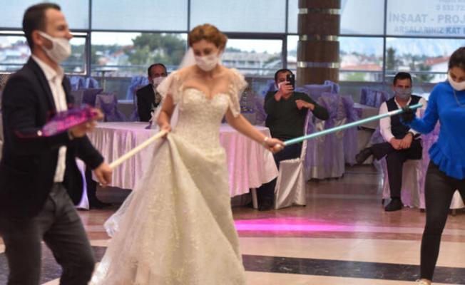 Corona Virüs Bilim Kurulu Üyesi Çelik açıkladı! Düğün yapacakları yakından ilgilendiriyor