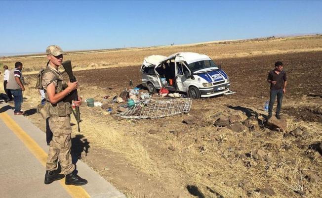 Şanlıurfa'da tarım işçilerini taşıyan minibüs devrildi! 1 ölü 25 yaralı