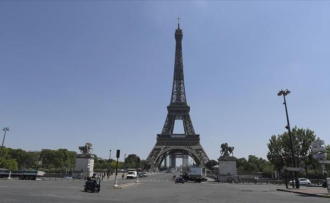 Dünyaca ünlü Eyfel Kulesi'nde bomba paniği!
