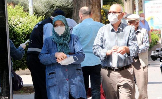 Edirne'de 65 yaş ve üstü vatandaşların saat 15.00'den sonra toplu ulaşımı ücretsiz kullanımı yasaklandı